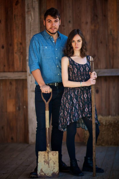American gothic photoshoot at Millstone Cidery for Baltimore Fun Hacks
