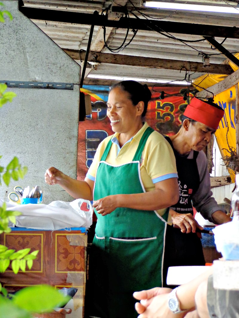 The Old Man in Nonthaburi cooks Thai food